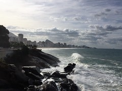 Ressaca no Ponto do Leblon (Rodrigo Soldon 2) Tags: ocean sea brazil panorama mer praia beach brasil riodejaneiro strand landscape landscapes mar sand scenery meer do surf cityscape rj view place outdoor playa paisaje paisagem hangover vista rough breakers paysage sandscape landschaft plage mirante spiaggia breathtaking paesaggio hav landschap oceano leblon onda oceaan ponto ocan  beachscape    ressaca ozean              wavwe  overzees