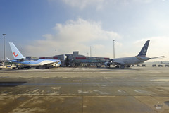 TUI and LOT Polish 787 (A. Wee) Tags: tarmac airplane airport poland airline warsaw chopin tui