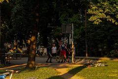 Playing Basket in Munchen (chiara.poire) Tags: germania germany persone people verde green baviera munchen monaco monacodibaviera giocare gioco parco park alberi nature natura basket basketball