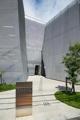Entrance of Nakamachi Terrace (なかまちテラス) (christinayan01) Tags: library tokyo architect building sanaa kazuyo sejima perspective