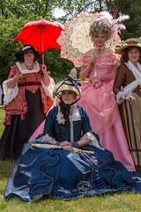 Barockfest (Eric Borowitz) Tags: barockfest ludwiglust kostme kleider damen people frauen schirme blau rosa