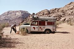 Albi wollte es wissen... (Albi Graf) Tags: asien jojordanien landy reise199091 reisen wadirum jo