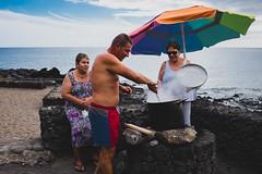 Almuerzo en la playa (Daniele Zanni) Tags: travel beach lunch google flickr streetphotography lanzarote canaryislands facebook squarespace 500px x100s