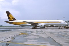 Singapore Airlines Boeing 757-212; 9V-SGN, September 1985 (Aero Icarus) Tags: plane aircraft flugzeug avion slidescan