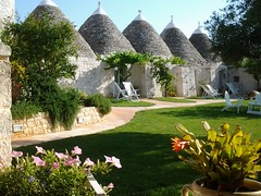 "trulli (2) <a style=""margin-left:10px; font-size:0.8em;"" href=""http://www.flickr.com/photos/118782612@N04/15522988628/"" target=""_blank"">@flickr</a>"