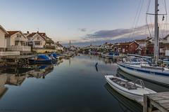 DSC_9830_1280 (Vrakpundare) Tags: boats canal village sweden harbour kanal boathouse fishingvillage bohusln hamn grundsund btar fiskeby segelbtar henryblom vrakpundare