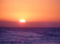 ** Un coucher de soleil à Cuba...** (Impatience_1(retour progressif)) Tags: varadero cuba coucherdesoleil sunset soleil sun ocean geneviève coth ngc coth5 fantasticnature alittlebeauty 100commentgroup impatience ciel sky paysage landscape