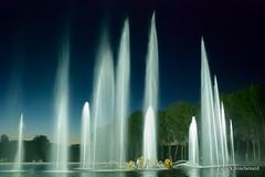 Longues gerbes / Long sheaves (patoche21) Tags: show light france water fountain night nikon eau lumière versailles tamron 78 fontaine iledefrance nocturne idf spectacle yvelines d80 1024mm capturenx2 patrickbouchenard