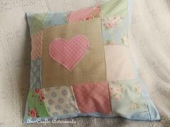 Almofada Corao VI (AnnCrafts Artesanato) Tags: heart linen amor pillow corao patchwork tilda decorao almofada linho