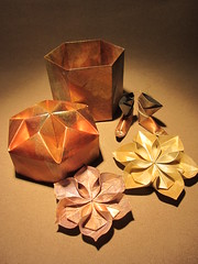 Surprise... (hillihilde) Tags: origamibox origamiflower origamiboots