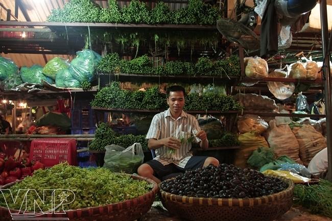 rau củ quả chợ Long Biên