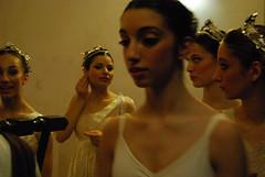 Uno sguardo fuori scena (02) (Serena Bigi) Tags: italy rome color roma teatro photography dance opera italia colore dancers theatre danza fotografia quinte ballerine dietroquinte anoffstagesight
