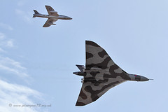 1984 Vulcan & Hunter (photozone72) Tags: canon aircraft aviation somerset airshow 7d hunter vulcan westonsupermare airshows avro hawkerhunter vbomber xh558 avrovulcan vulcanbomber canon100400mmf4556l vintagejet