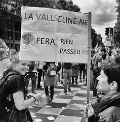 DSCF8173 (sergedignazio) Tags: street paris france photography fuji photographie femme travail rue pancarte manifestation loi x100s