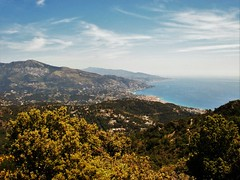 Menton - Alpes-Maritimes (3D-Stretch) Tags: italy mountain alpes french landscape mediterranean riviera italia outdoor francaise hill border cte paca cote provence italie frontier azur maritimes menton dazur mditerrane alpesmaritimes franaise frontire provencealpesctedazur