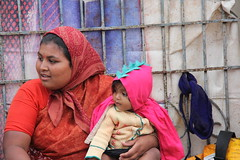 IMG_5509 (m.carmegarrigacurt) Tags: people india market mother chamundi