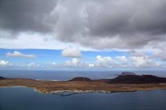 Skies - Lanzarote (Rasande Tyskar) Tags: sky clouds landscape volcano skies kanaren himmel wolken lanzarote landschaft canaryislands islascanarias graciosa lanza kanarischeinseln