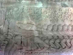 #7956 Churning of the Ocean of Milk (乳海攪拌) (Nemo's great uncle) Tags: ocean milk cambodia buddhist buddhism angkorwat carving siemreap hindu hinduism naga カンボジア churning 仏教 彫刻 八大龍王 camboge churningoftheoceanofmilk samudramanthan シエムリアップ 乳海攪拌 ヒンズー教 アンコールワト ヴァースキ竜 kingserpent shivassnake vaasuki 攪乳海