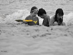 Brincando (Rui Lemes) Tags: praia rio de nikon janeiro coolpix rui p600 lemes