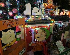 Peanuts Alfresco (John 3000) Tags: california xmas decorations lights lucy holidays cartoon sanjose peanuts linus snoopy characters charliebrown quack diorama christmasinthepark lucyvanpelt linusvanpelt psychiatrichelp acharliebrownchristmas tableu