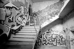 192-18 · Verlassenes Krankenhaus (Danipuntocom) Tags: berlin abandoned film 35mm germany deutschland 1600 hp5 pushed nikkor nikonf2 ilford ilfordhp5400 microphen nikkor24mm ilfordmicrophen film:iso=1600 film:brand=ilford developer:brand=ilford film:name=ilfordhp5400 developer:name=ilfordmicrophen filmdev:recipe=9893