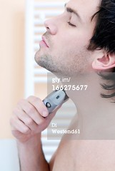 166275677 (quintaainveruno) Tags: fullframe verticale rasoio giovaneadulto unapersona caucasico