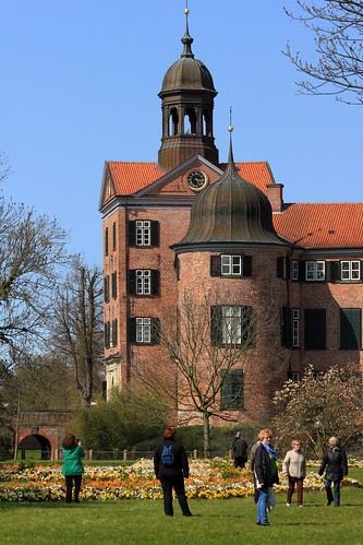 "Eutiner Schloss (20) Gartenfassade und Torturm • <a style=""font-size:0.8em;"" href=""http://www.flickr.com/photos/69570948@N04/26342163133/"" target=""_blank"">View on Flickr</a>"