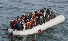 refugiados-grecia-patera-efe (elecrissanperez) Tags: grecia patera refugiados sirios
