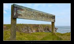 Bullers of Buchan (Gary Watt) Tags: sea scotland aberdeenshire cliffs aberdeen signpost bullersofbuchan