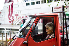 (Roberto Spagnoli) Tags: red people ferry streetphotography streetportrait rosso piaggio traghetto ape50 fotografiadistrada