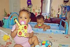 Jugando Juntos (Carlos Durn Photography/CAD) Tags: pose retrato nios mao hd amina babys rd republicadominicana bebes valverde carlosduran haltadefinicion