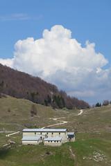 malga Novegno (Tabboz) Tags: panorama primavera erba montagna strade cima prati vetta pascoli prealpi fioriture