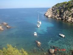 Ibiza (beatrizsb96) Tags: cliff barcos ships ibiza turismo vegetacin relieve marmediterrneo acantilados erosin orografa hidrologa geografafsica