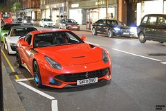 Italian Flag in Sloane Street (Beyond Speed) Tags: auto london nikon huracan ferrari audi lamborghini v10 supercars r8 f12 v12 carspotting f12berlinetta