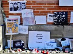 """04 -""""Je suis Charlie, policier, musulman, juif"""" (12/01/15) (AMToulouse) Tags: toulouse placeducapitole archivesmunicipales jesuischarlie 13novembre2015 tmoignagesattentats"""
