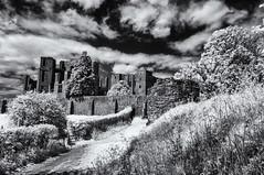 Crumbling ruin (David Feuerhelm) Tags: nikkor castle ruin contrast cloud infrared monochrome bw historic kennilworth warwickshire england wideangle nikon d90 silverefex