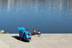 A pesca sull'Arno (MaOrI1563) Tags: arno pesca ape firenze florence toscana tuscany italia italy acqua