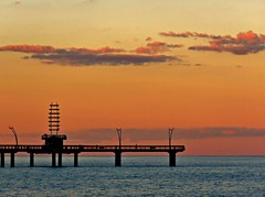 Brant Street Pier at Sunset, Spencer Smith Park, Burlington, ON (Snuffy) Tags: brantstreetpier spencersmithpark lakeontario sunset burlington ontario canada level1photographyforrecreation