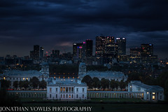 Queens House from Greenwich Royal park (Jonathan Vowles) Tags: queens house greenwich park thames london canary dark night bluelight evening skyline