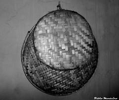 Peneira e Arupemba (Fbio & Carol) Tags: blackandwhite bw rural arte farm artesanato pretoebranco bambu caipira sitio fazenda peneira arupemba sonydsch55