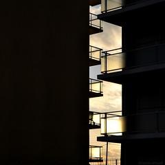 Zip (Anne*) Tags: sun mer building soleil balcony balcon zip contrejour immeuble 2014 fermetureclair uneplaceausoleil annedhuart
