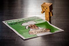 PPL-S03 charlie _ Danbo's reading (NicksVya) Tags: life light sun japan work canon toy toys eos 50mm day floor journal homemade carton japon chalie papercraft yotsuba danbo hebdo 650d t4i danboard cartox