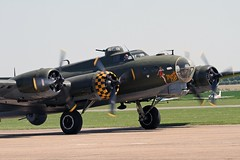 B17 MEMPHIS BELLE FLYING FORTRESS 124485 (toowoomba surfer) Tags: airshow b17 duxford flyingfortress warbird airdisplay memphisbelle duxford2012
