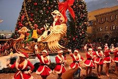 Universal Orlando Christmas 2014 (insidethemagic) Tags: christmas holidays balloon musical float grinchmas 2014 universalorlando macysholidayparade wholiday