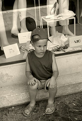 Ancora shopping! (shumpei_sano_exp6) Tags: shopping bravo child venezia canoneos350d bambino seppia themoulinrouge firstquality fineartphotos infinestyle diamondclassphotographer flickrdiamond fataetoile cinziarizzo