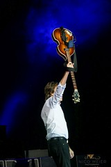 Paul McCartney with Hofner #5 (NM_Pics) Tags: munich mnchen paul beatles olympicstadium mccartney paulmccartney olympiastadion oneonone