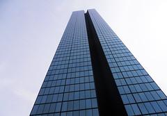 SKYSCRAPER (davidemandini) Tags: usa boston cielo grattacielo palazzo altezza