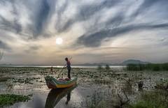 Boatman (Padmanabhan Rangarajan) Tags: kolavai chengalpattu boatman fishing india chennai