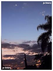 Entardecer... Eventide... (Ju Emery) Tags: sunset pordosol brazil sky moon beautiful braslia brasil clouds luna lindo cielo nuvens lua ceu entardecer eventide juemery