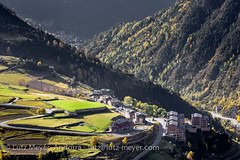 Andorra rural: Canillo, Vall d'Orient (lutzmeyer) Tags: pictures life above city autumn oktober rural sunrise photography living town october europe dorf village photos pics herbst pueblo ciudad images fotos stadt octubre everyday sonnenaufgang oben andorra bilder imagen pyrenees leben iberia ciutat pirineos pirineus tardor iberianpeninsula pyrenen otono ontop alltag imatges poble prats fromtop ortschaft 1580m canillo normallife iberischehalbinsel sortidadelsol canoneos5dmarkiii valldorient vallorient canillocity canilloparroquia lutzmeyer lutzlutzmeyercom canillovalldorient